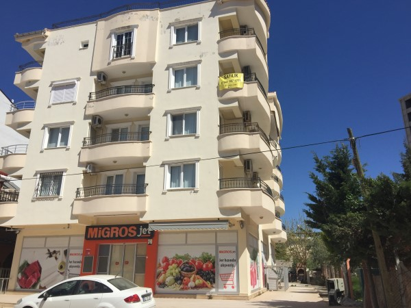 1-bed apartment 50m to beach